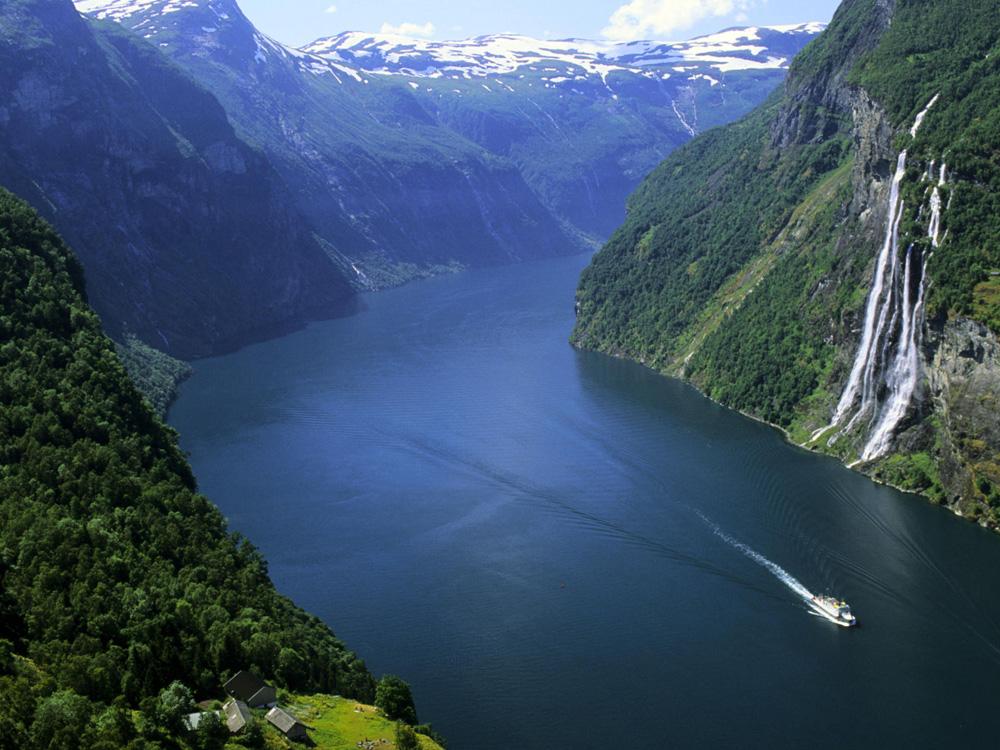 Норвегія будує перший в світі плавучий підводний авто тунель
