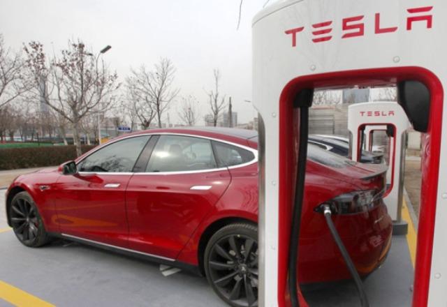 З 2017 року Tesla припиняє безкоштовну зарядку своїх електромобілів