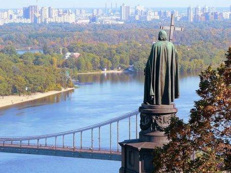 1483430718_the-vladimir-hill-monument-to-prince-vladimir-kiev-vladymyrskaya-gorka-pamyatnyk-knyazyu-vladymyru-kyev